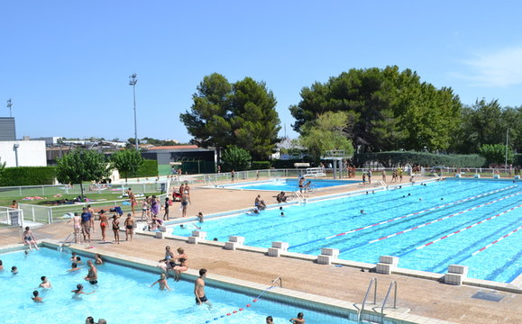 Centre nautique municipal de salon de provence for Salon de la piscine