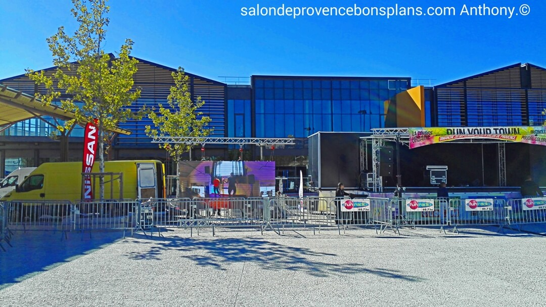 Run your town salon de provence for Nissan salon de provence