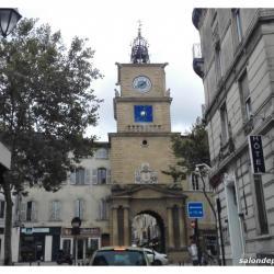 place-de-l'horloge-salon-de-provence